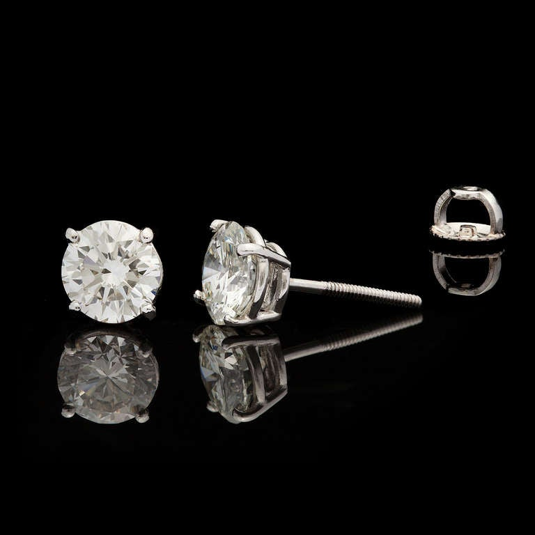 Classic Round Brilliant Diamond Earrings 3