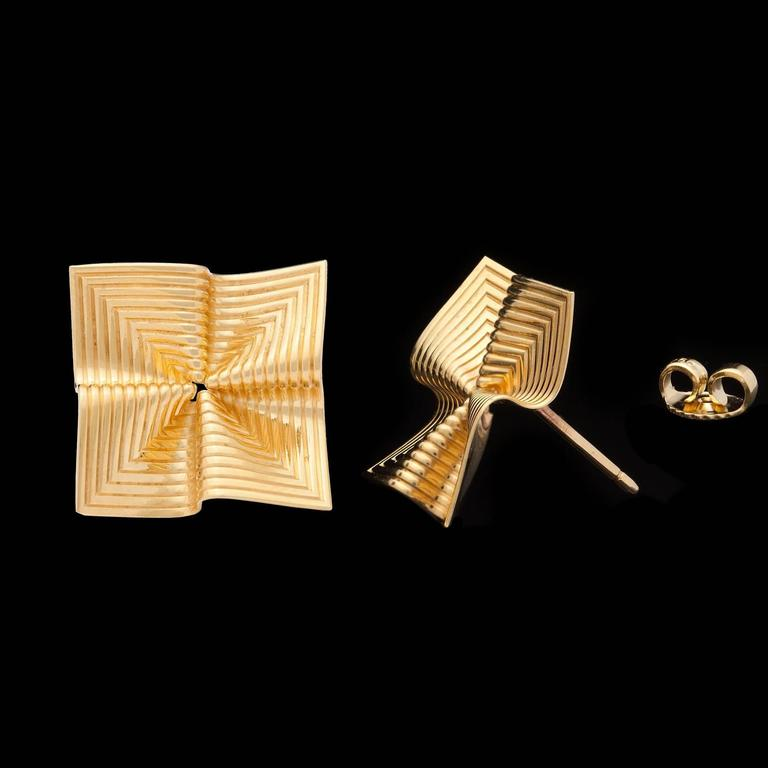 Tiffany & Co. Gold Fluted Earrings In Excellent Condition For Sale In San Francisco, CA