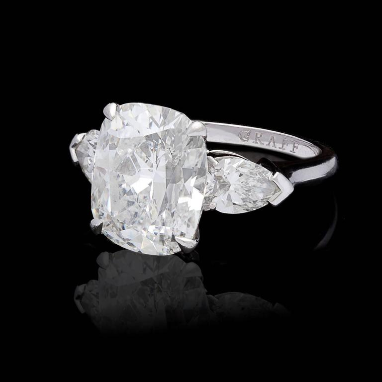 Graff 7.14 Carat Diamond Platinum Three-Stone Ring In Excellent Condition For Sale In San Francisco, CA