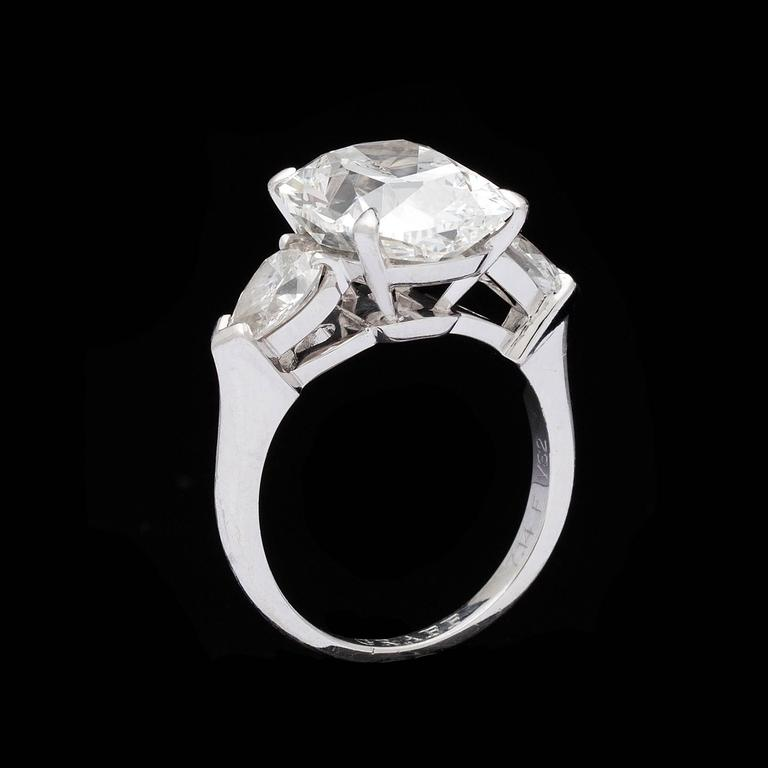 Women's Graff 7.14 Carat Diamond Platinum Three-Stone Ring For Sale