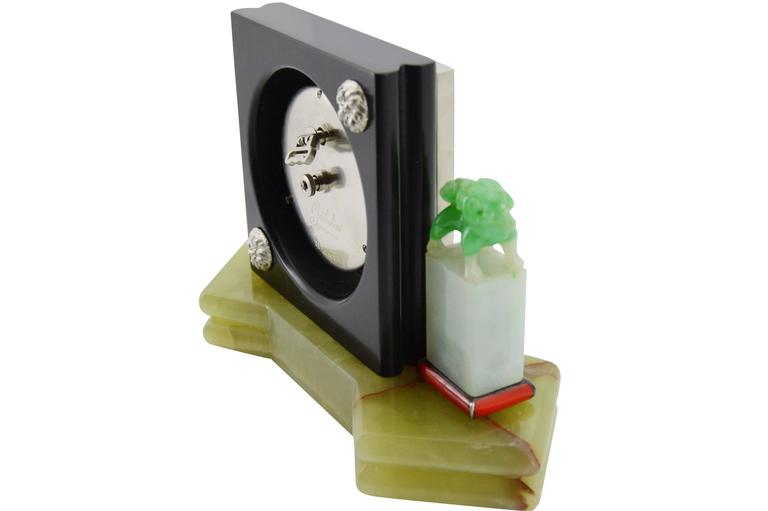 1930s E. Gubelin Art Deco Desk Clock in the Asian Chinese Style In Excellent Condition For Sale In Venice, CA