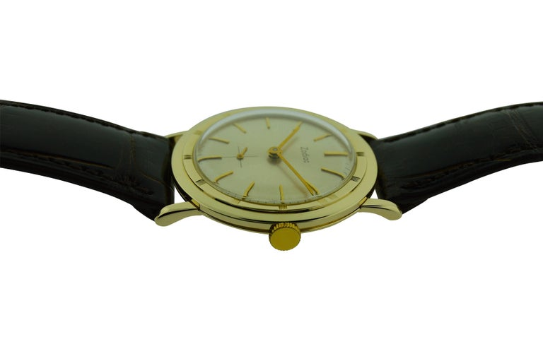 Zodiac Yellow Gold Moderne Style Manual Watch, circa 1950s In Excellent Condition For Sale In Long Beach, CA