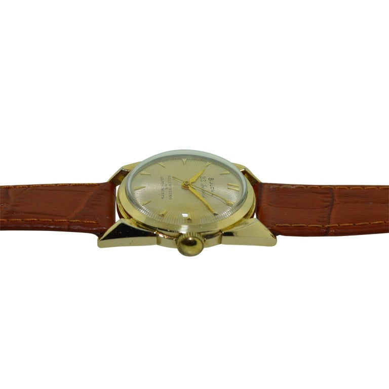Bulova Yellow Gold Filled Art Deco Automatic Winding Watch, circa 1950s In Excellent Condition For Sale In Venice, CA