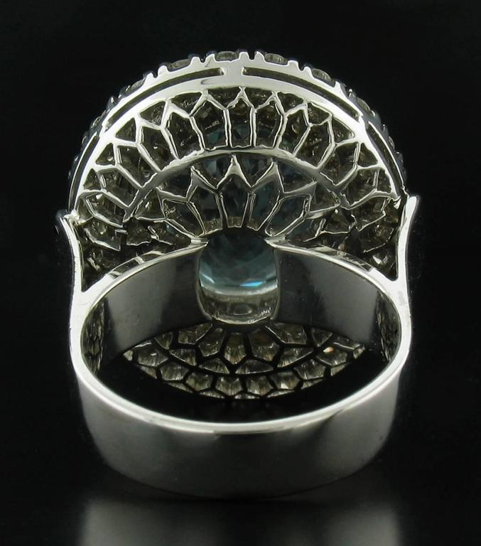 Aquamarine and Diamond Ring in White Gold In Excellent Condition For Sale In Carmel, CA