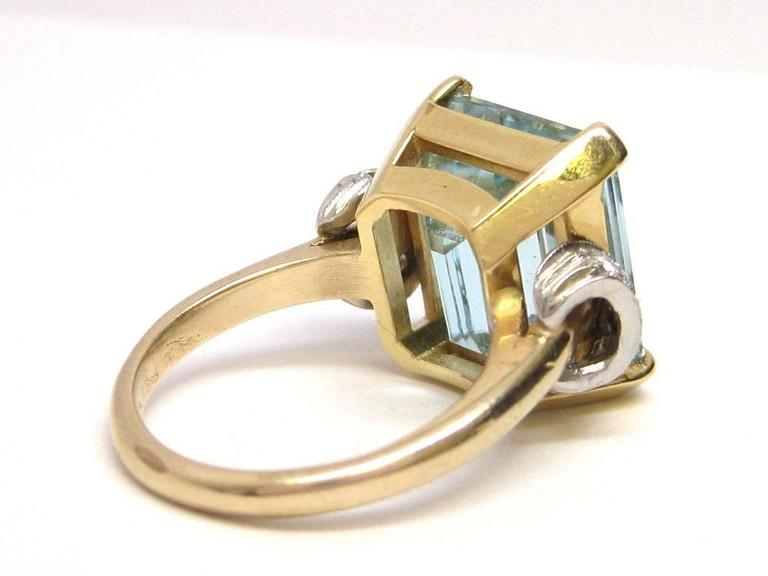 1950s Aquamarine Gold Platinum Ring In Excellent Condition For Sale In Lexington, KY