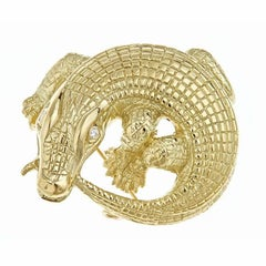 Diamonds 18 Karat Yellow Gold Curled Alligator Brooch by John Landrum Bryant