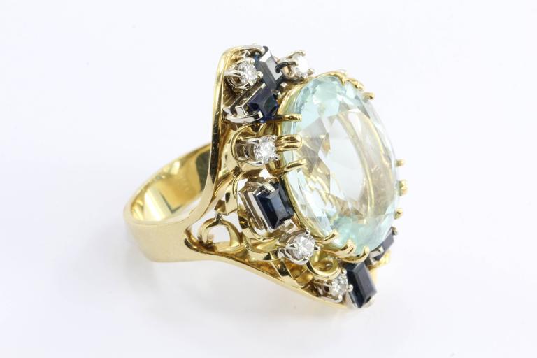 Retro 18 Karat Gold Natural 17 Carat Aquamarine Shire Diamond Tail Ring In Excellent Condition For