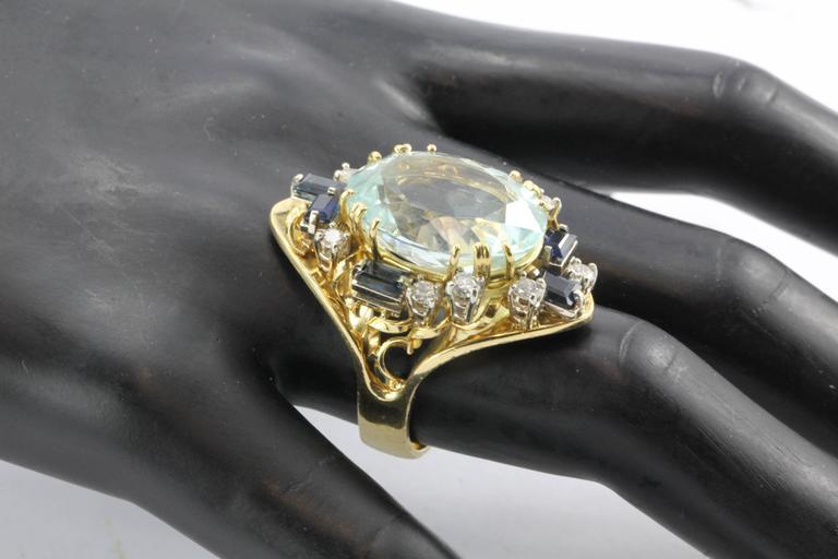 Retro 18 Karat Gold Natural 17 Carat Aquamarine Shire Diamond Tail Ring For 3