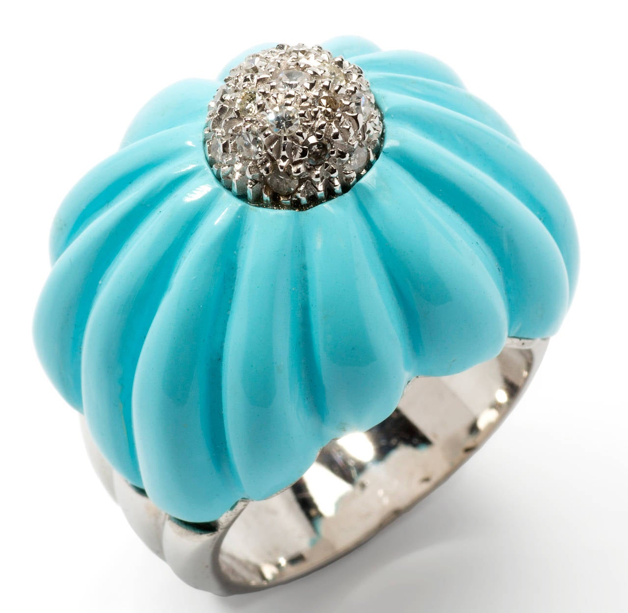 Bombe italian design, 1970's. Elevated front, carved turquoise accented in the centre by 20 swiss-cut diamonds weighing approximately 0,40 carats SI, wesselton. Mounted in 18K white gold. Marked 750 for 18K gold.  Total weight: 18,81 g. Height of