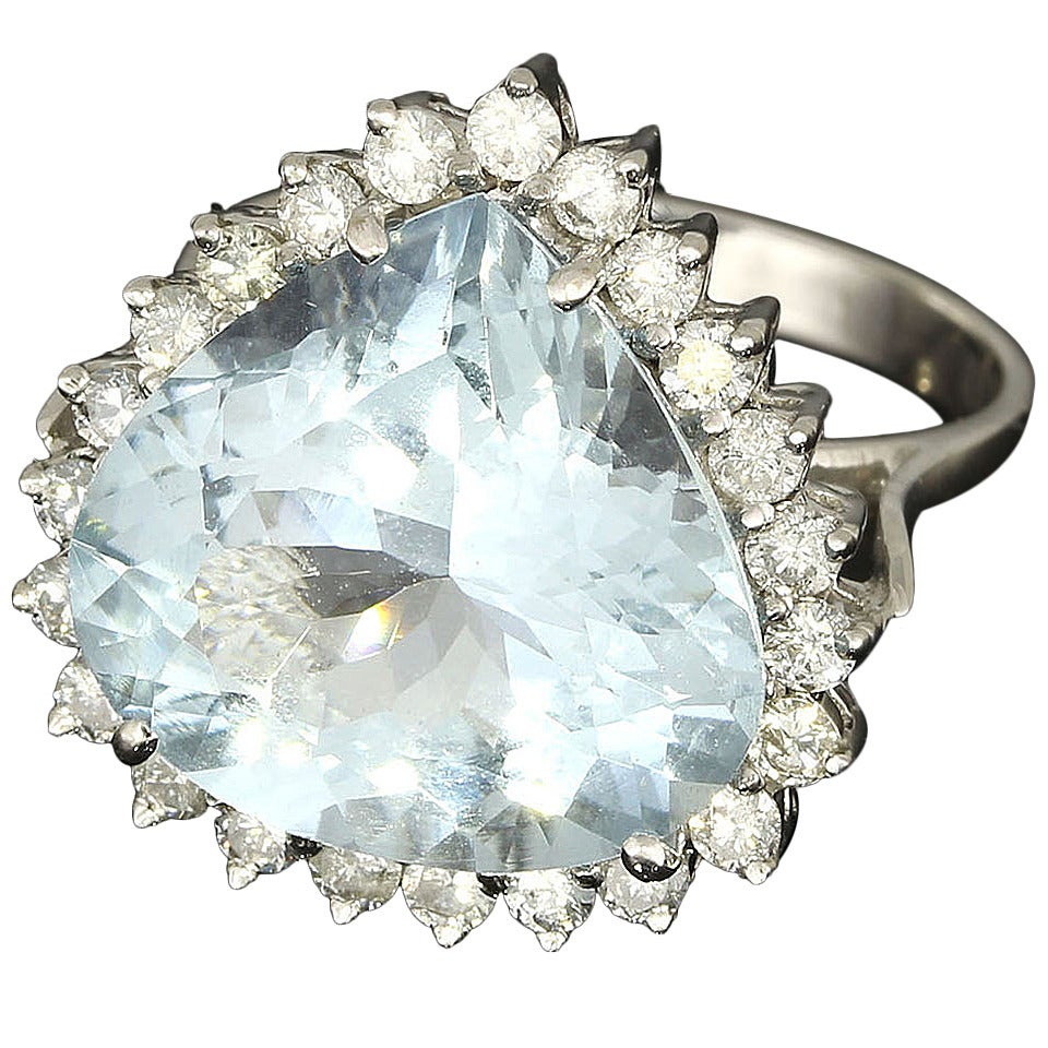 8.13 Carat Aquamarine Diamond Gold Ring For Sale