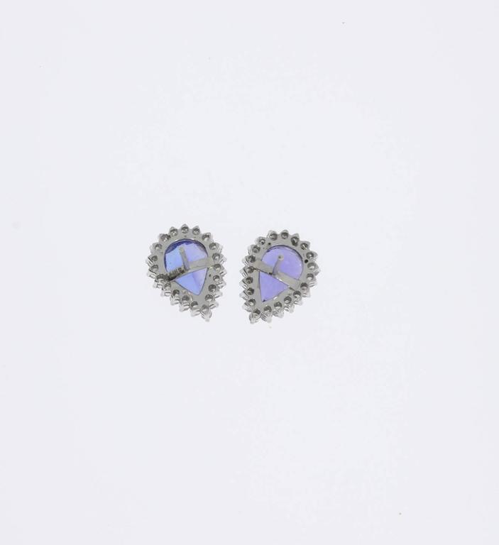 Charming Tanzanite Diamond Gold Stud Earrings In Excellent Condition For Sale In Berlin, DE