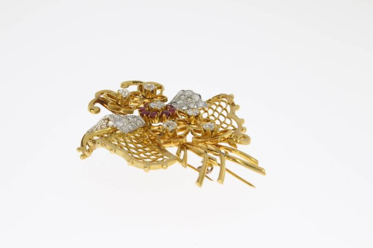 1940s Ruby Diamond Gold Butterfly Brooch In Excellent Condition For Sale In Berlin, DE