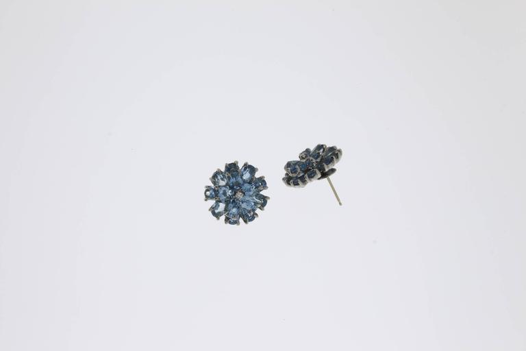 Floral Shape Aquamarine Diamond Gold Stud Earrings In Excellent Condition For Sale In Berlin, DE