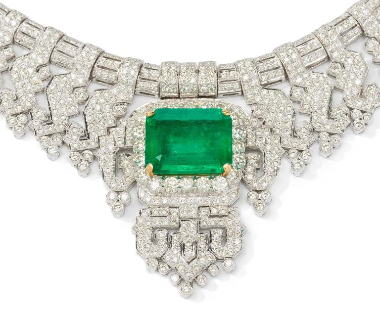Gorgeous 24.40 Carat Emerald Diamonds Gold Necklace  In Excellent Condition For Sale In Berlin, DE