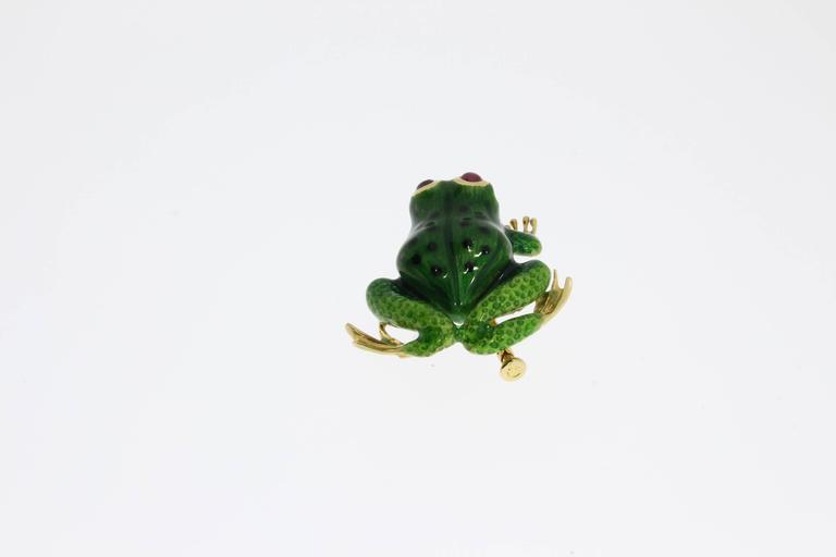 Enamel Ruby Gold Frog Brooch In Excellent Condition For Sale In Berlin, DE
