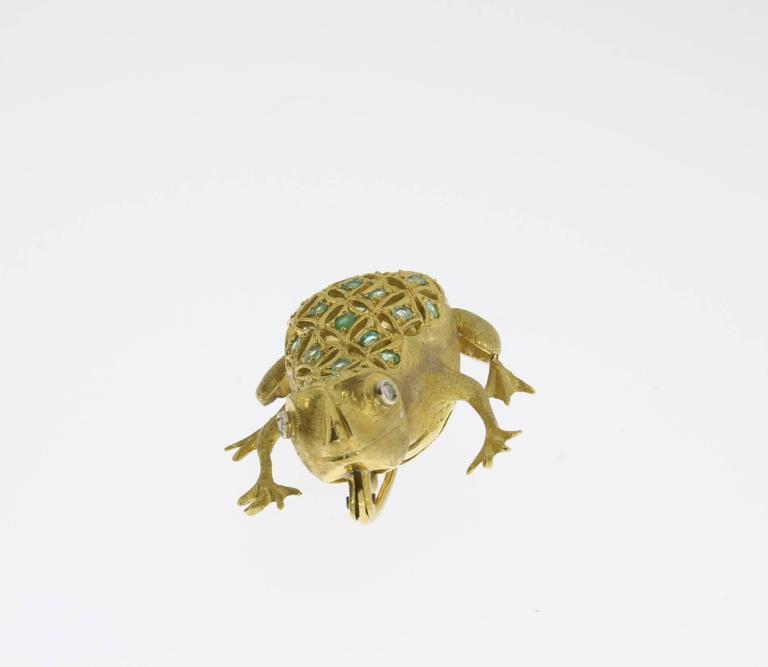 Women's Emerald Diamond Gold Frog Brooch For Sale