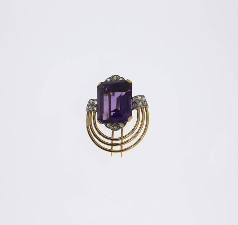 Europe, 1930's-1940's. Central emerald-cut amethyst weighing approximately 23,66 ct. Accompanied by 18 rose-cut diamonds with a total weight of 0,48 ct. Mounted in 18 K red gold and platinum. Total weight: 15,8 g. Dimensions: 1.34 x 1.26 in ( 3,4 x