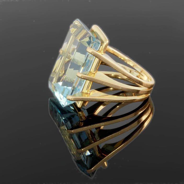 Large Aquamarine Gold Ring 2