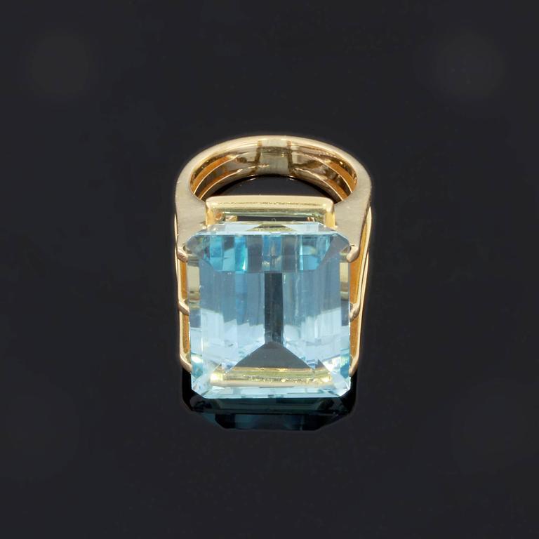 Large Aquamarine Gold Ring 4
