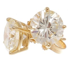 1.92 Carat 1.94 Carat Round Brilliant Cut Diamond Gold Studs