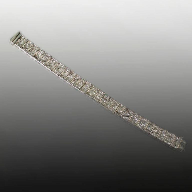 Women's or Men's 1930s Art Deco Diamond Platinum Bracelet  For Sale