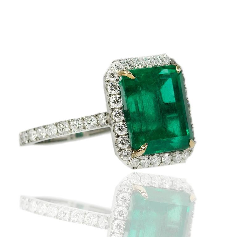 AGL Certified Colombian Emerald Gold Ring In Excellent Condition For Sale In Sarasota, FL