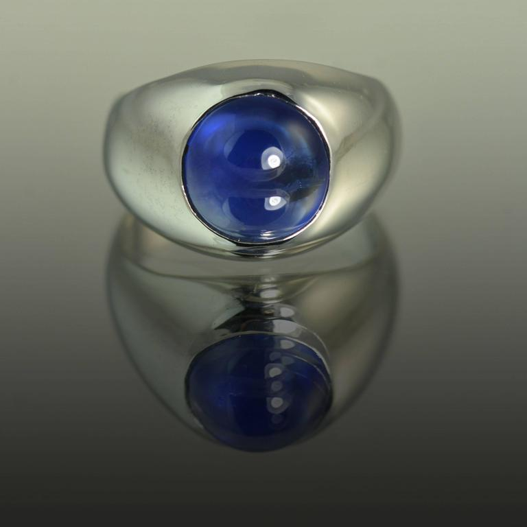Modern  6.74 Carat No Heat Sapphire Gold Dome Ring For Sale
