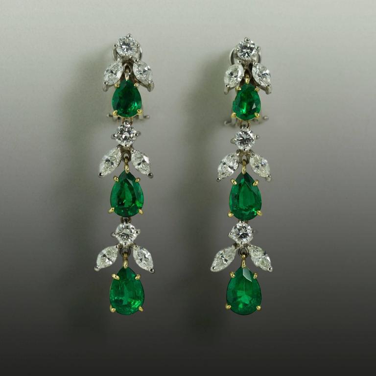 Emerald Diamond Platinum Drop Earrings For Sale at 1stdibs