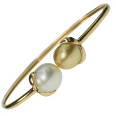 Iridesse Gold Bangle With Gold and White Pearls