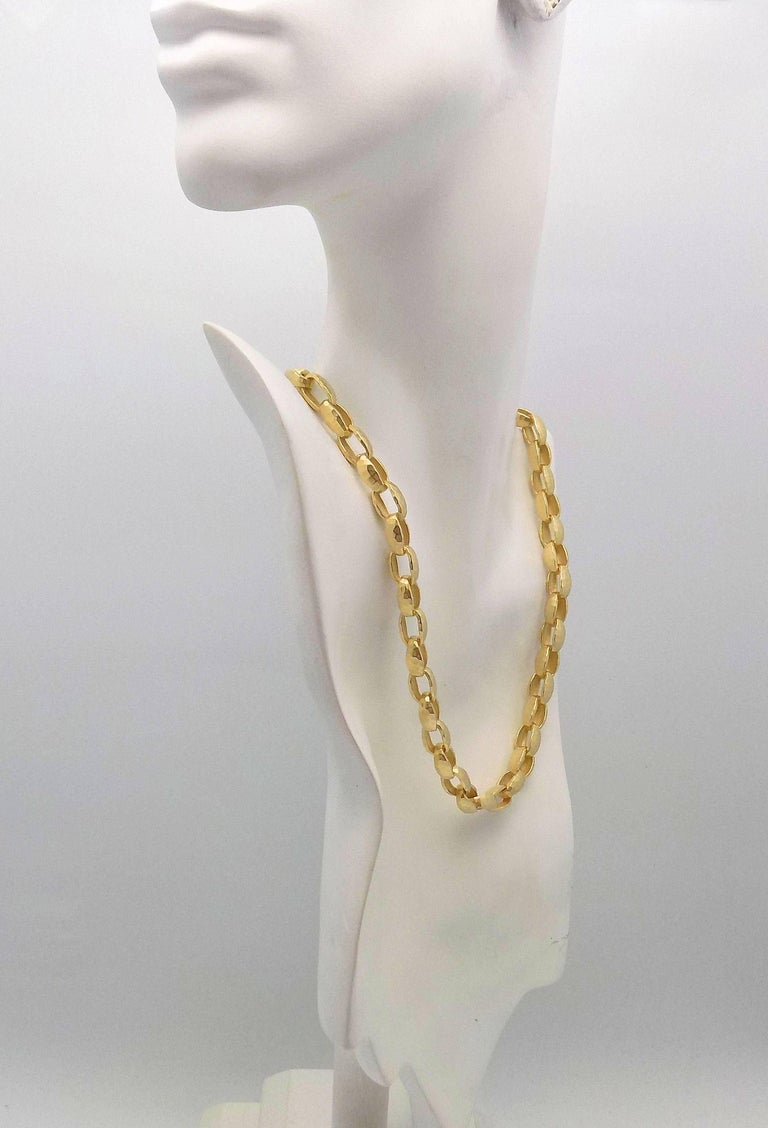 Hammered Finish Oval Rolo Link Necklace For Sale 3
