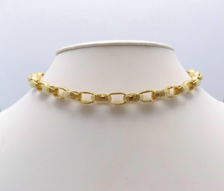 Hammered Finish Oval Rolo Link Necklace In As New Condition For Sale In Dallas, TX