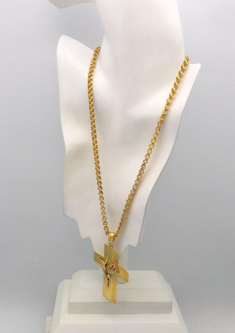 14 Karat Yellow Gold Antique Cross Pendant and Chain For Sale 1