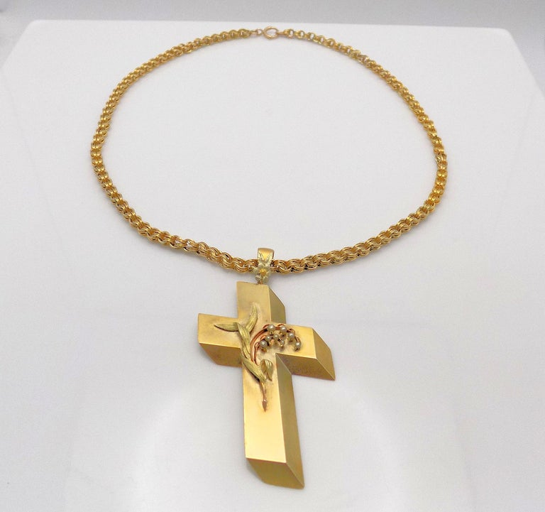 14 Karat Yellow Gold Antique Cross Pendant and Chain For Sale 2