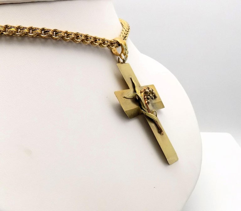 14 Karat Yellow Gold Antique Cross Pendant and Chain In Good Condition For Sale In Dallas, TX