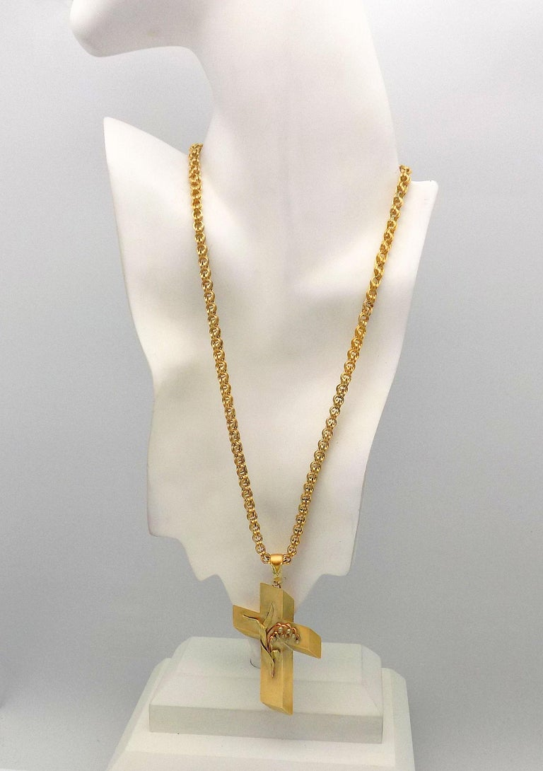 14 Karat Yellow Gold Antique Cross Pendant and Chain For Sale 4