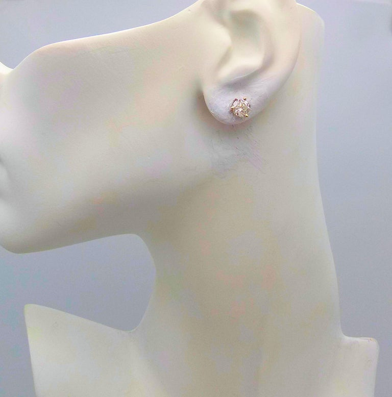 Pair of Diamond Stud Earrings in Martini Setting In Excellent Condition For Sale In Dallas, TX