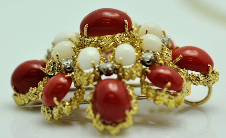 18 Karat Gold, Coral and Diamond Brooch-Pendant In Excellent Condition For Sale In Dallas, TX