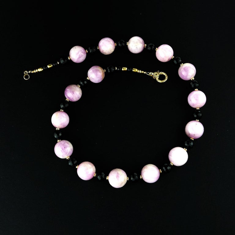 Sophisticated Kunzite and Black Onyx Necklace In New Condition For Sale In TUXEDO PARK, NY