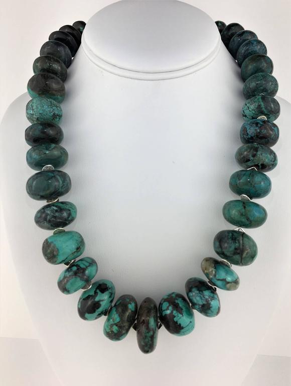 Graduated Turquoise Rondels with Silver Tone Flutters Necklace For Sale 1
