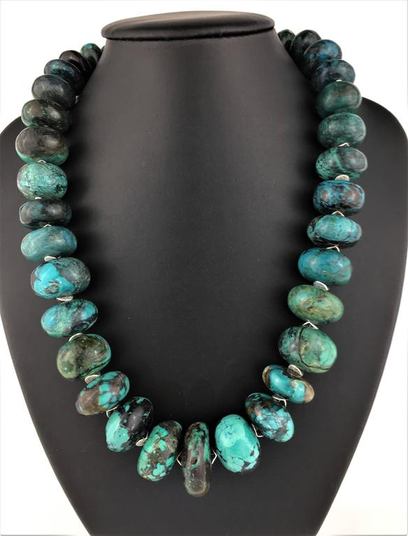 Graduated Turquoise Rondels with Silver Tone Flutters Necklace For Sale 2