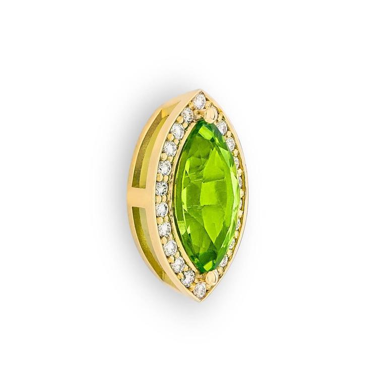 2.4 Carat Green Péridot 0.10 Carat Pavé-Set Diamonds 18 Karat Gold Earrings 3