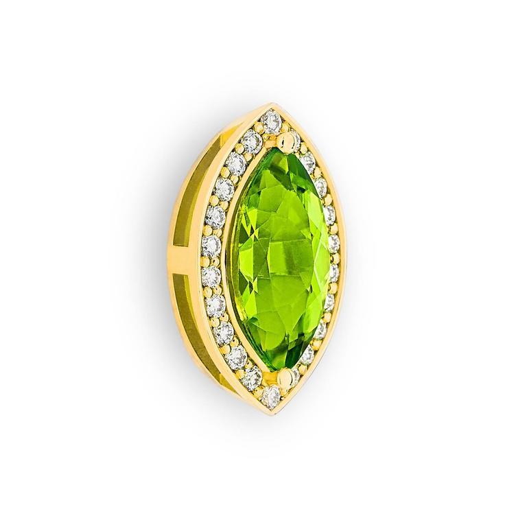 2.4 Carat Green Péridot 0.10 Carat Pavé-Set Diamonds 18 Karat Gold Earrings 4