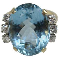 Lovely Ladies Oval Aquamarine Diamond 14 Karat Gold Ring