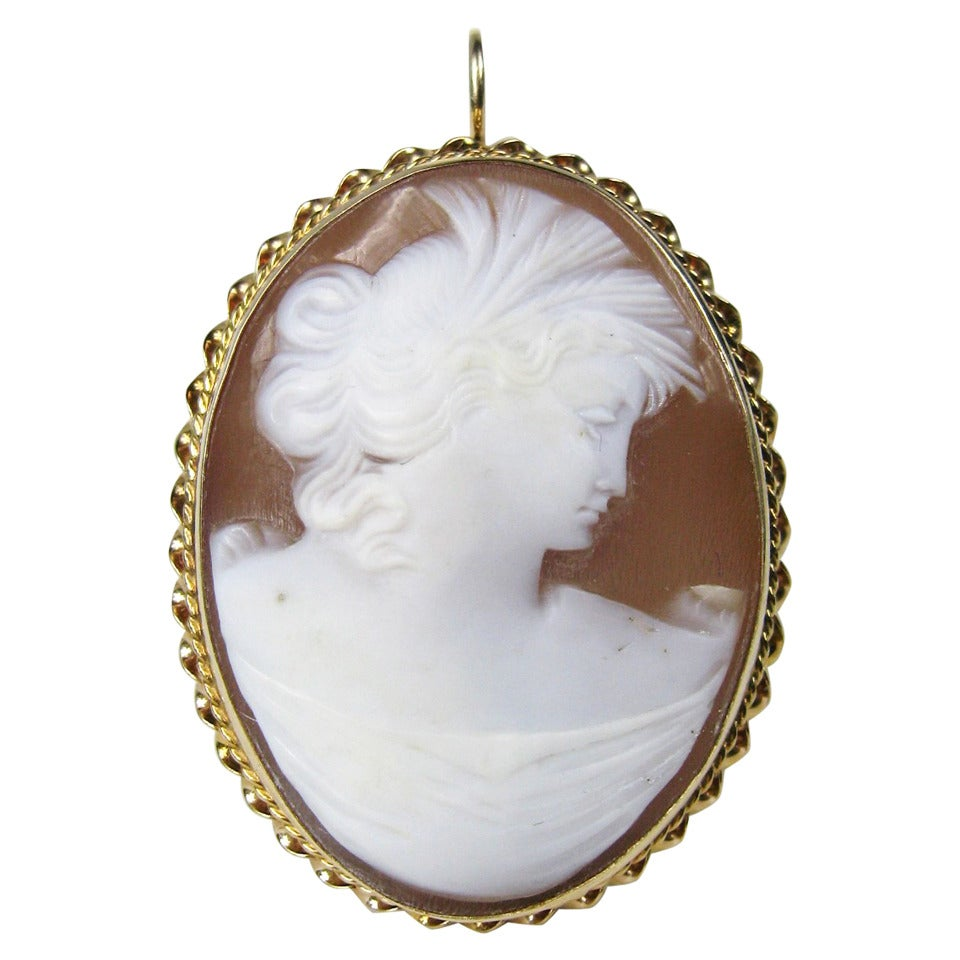 Victorian Cameo Gold Lady Pendant Brooch