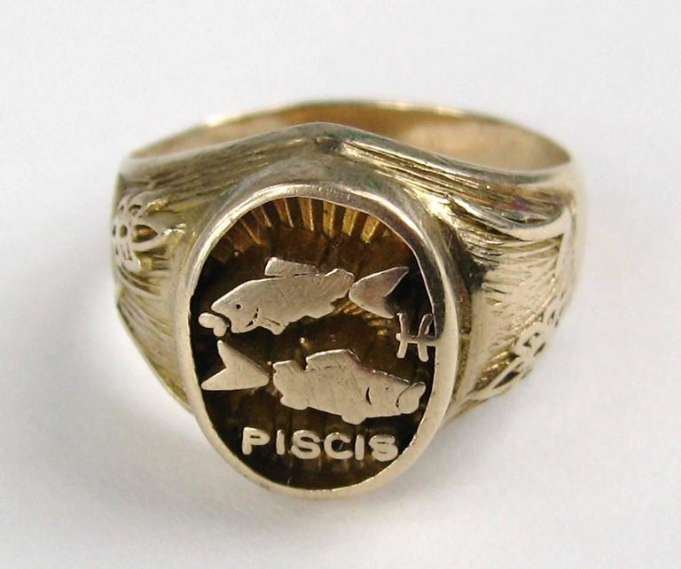 Spanish Pisces Astrology Gold Ring  2