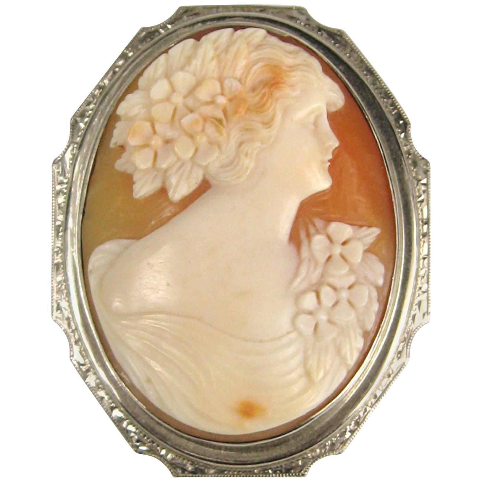 Antique Cameo White 14 Karat Gold Brooch Pendant