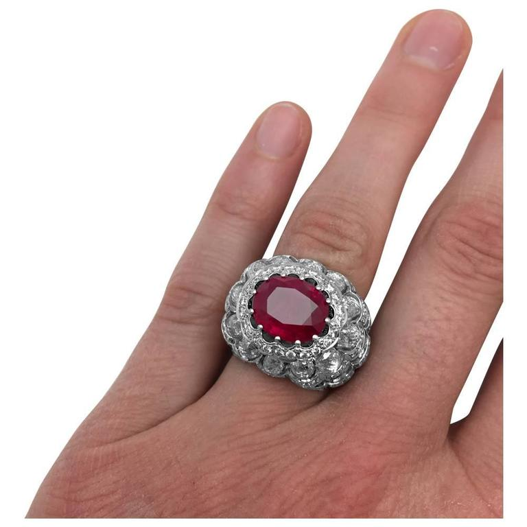 White Gold Dome Ring Set with an Oval Ruby and Diamonds In Excellent Condition For Sale In Paris, IDF