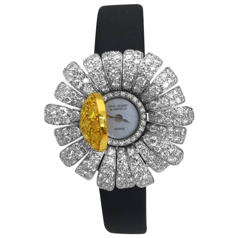 Round Cut Van Cleef & Arpels Ladies Two Color Gold Diamond Marguerite Quartz Wristwatch For Sale