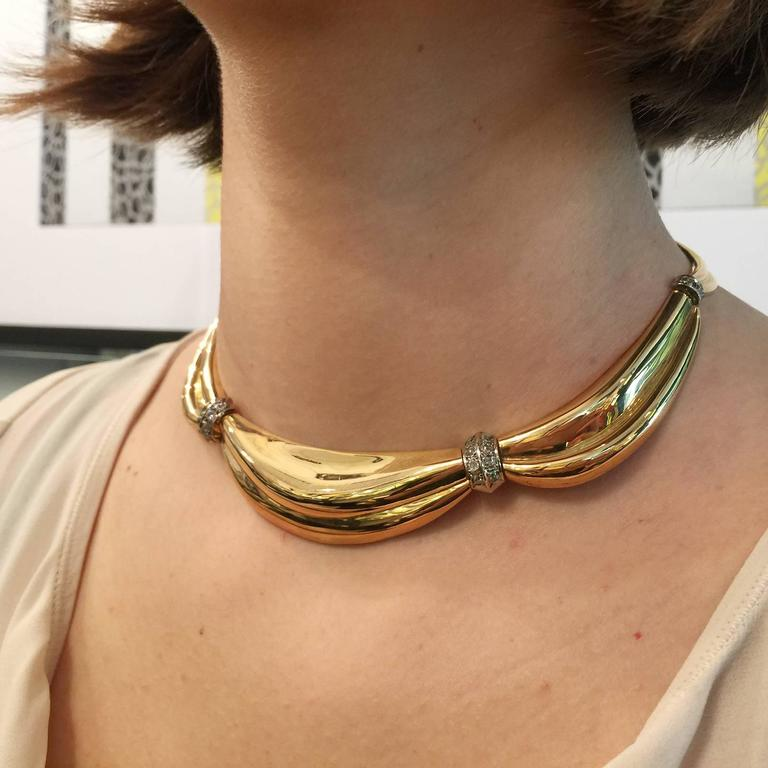 Retro 1950s Gold Drapery necklace with intercalary set with diamonds For Sale