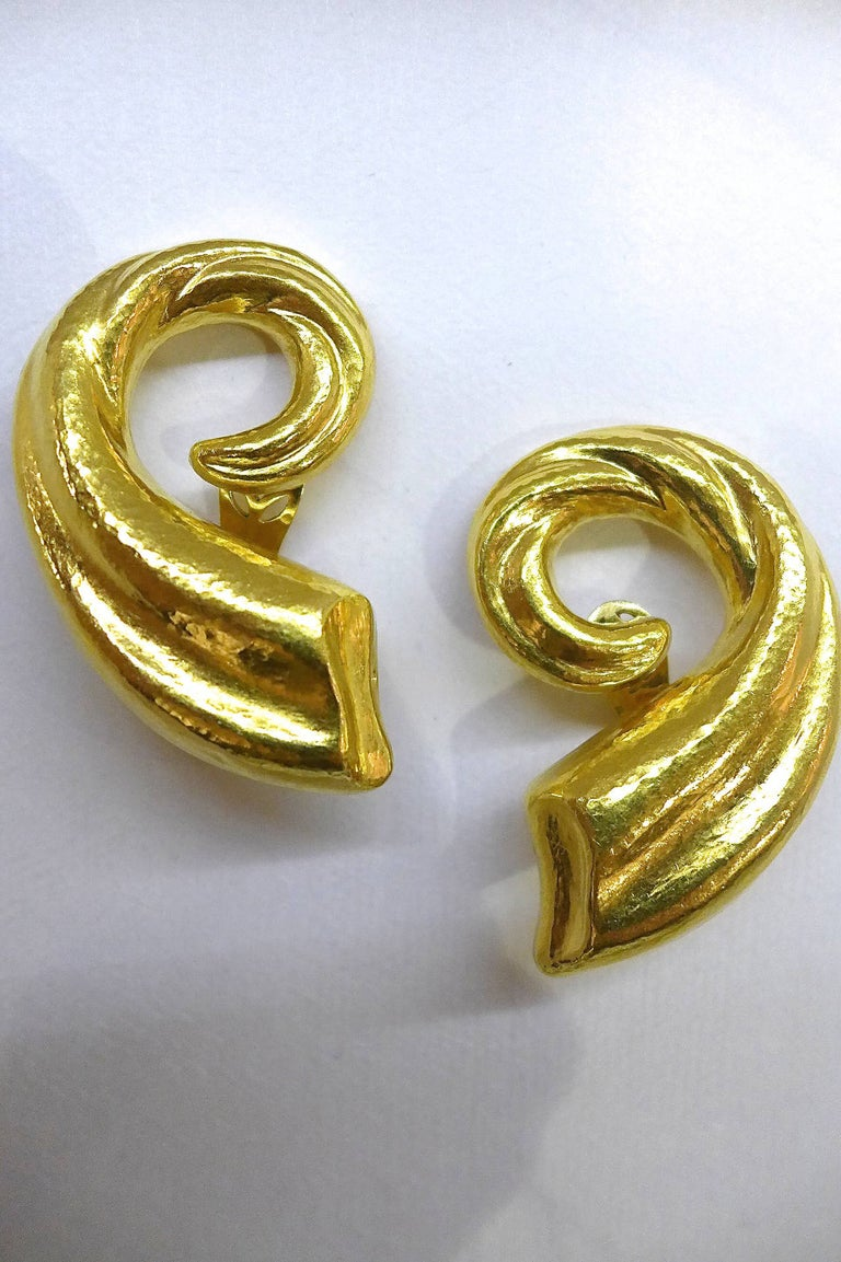 A spectacular pair of yellow hammered gold Lalaounis earrings representing horns of plenty.  Height : 54 mm  Width : 35 mm Weight : 27.7 grams